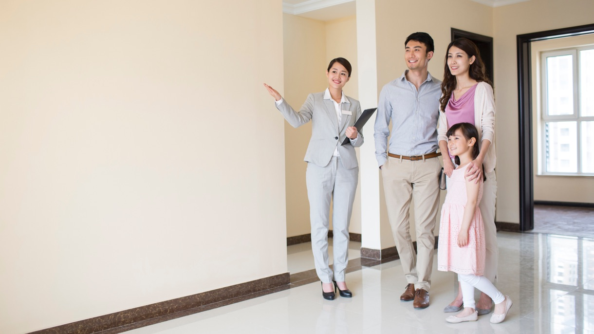 Estate agent showing a flat to a family