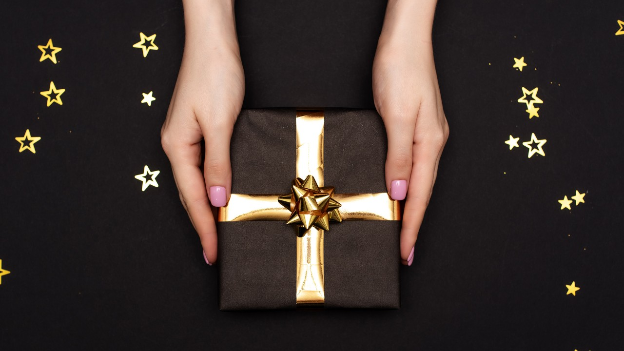 A pair of lady's hand is holding a gift; image used for HSBC Credit Card.