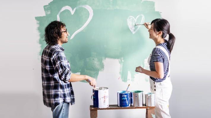Young couple painting wall ; image used for HSBC Home and Helper Insurance.
