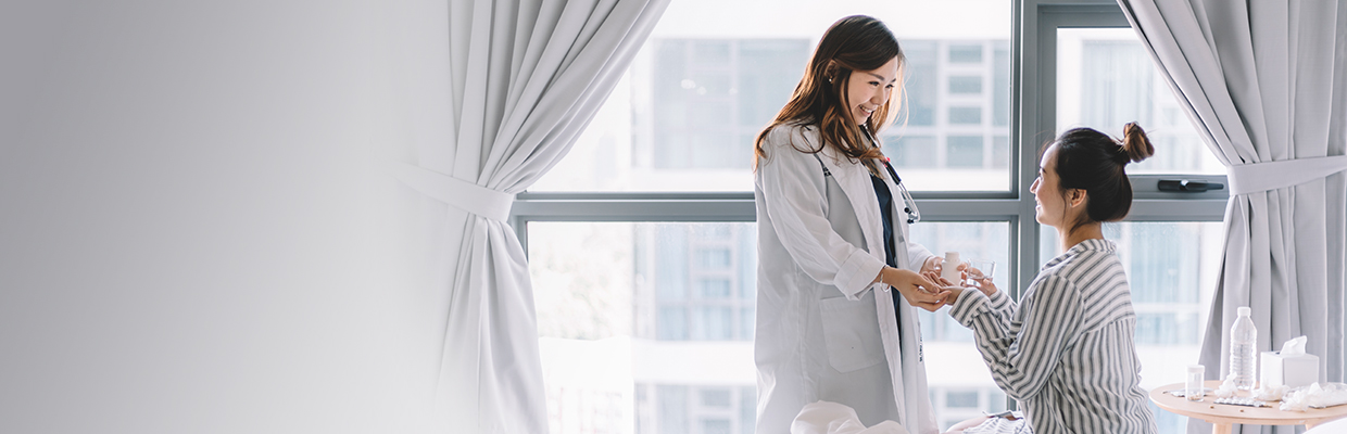 Doctor and patient; image used for HSBC FirstCare Plus Insurance.