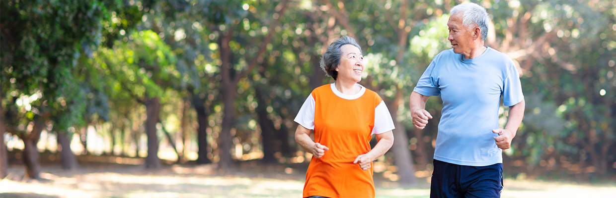 An old couple is jogging; image used for HSBC Basic Banking Account with Independence.